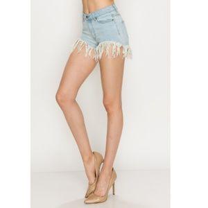 🍩Light Wash Denim Mid Rise Shorts w/ Fray Detail